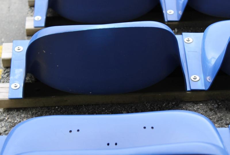 bilde av tomme stadionseter